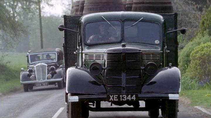 truck-barrels-chase